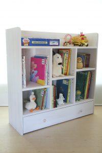 おもちゃ箱付きの大型絵本棚 アクセントカラー無