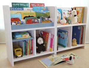 シンプルな小型絵本棚 ディスプレイ絵本棚と並べた場合