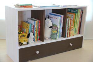 おもちゃ箱付き絵本棚のアクセントカラーをチョコにした仕様