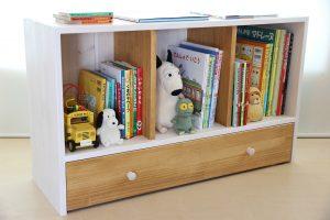 おもちゃ箱付き絵本棚のアクセントカラーをキャラメルにした仕様