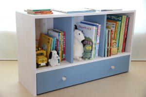 おもちゃ箱付き絵本棚のアクセントカラーをアイスブルーにした仕様