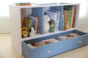 おもちゃ箱付き絵本棚においておもちゃ箱を引き出した状態