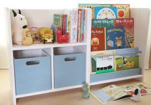 おもちゃ箱付き絵本棚とディスプレイ絵本棚