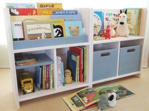 シンプルな絵本棚とおもちゃ箱付き絵本棚